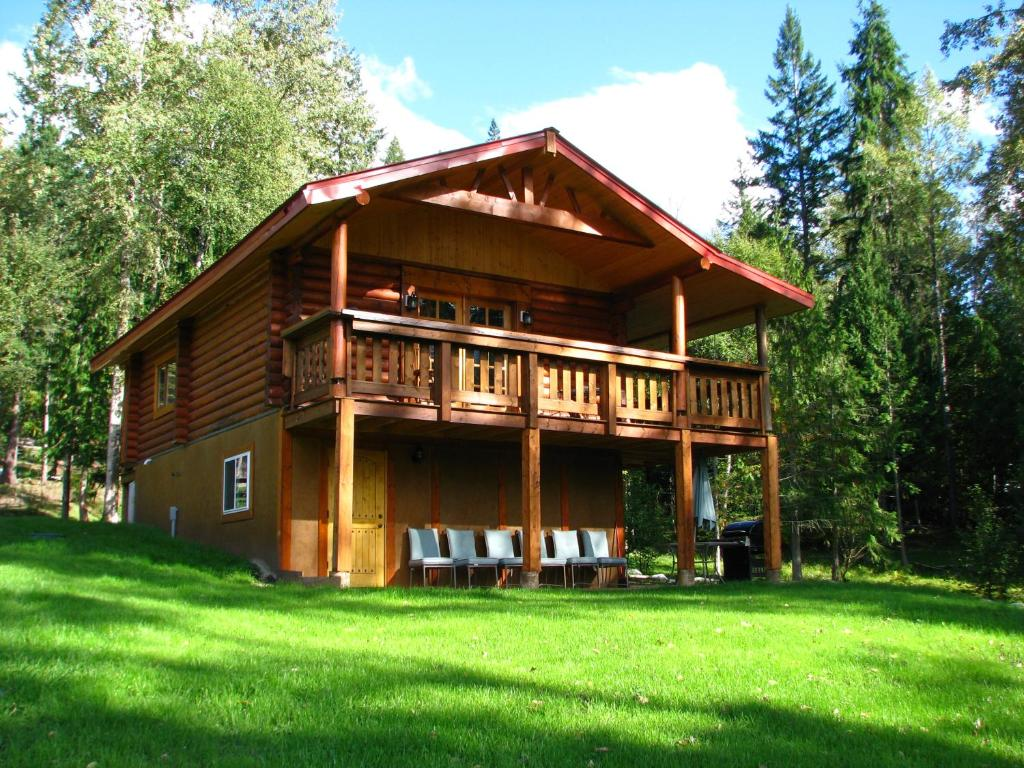 Vacation Home Shadow Mountain Cabins, Riondel, Canada - Booking.com