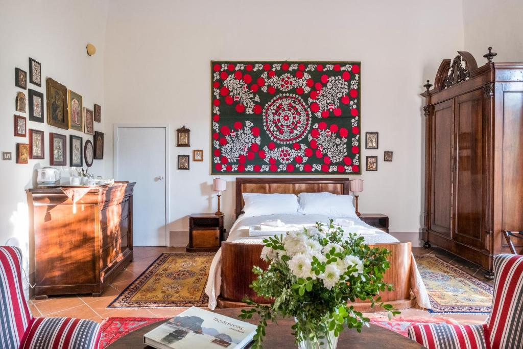 A bed or beds in a room at Palazzo Bernardini