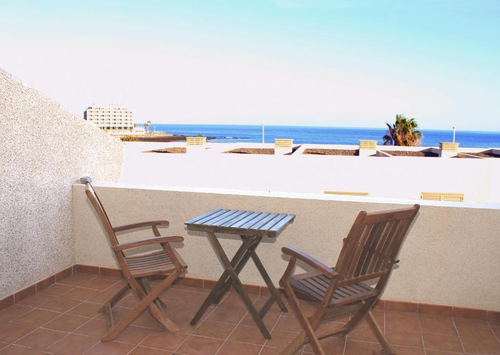 A balcony or terrace at Médano Beachfront Jaquita