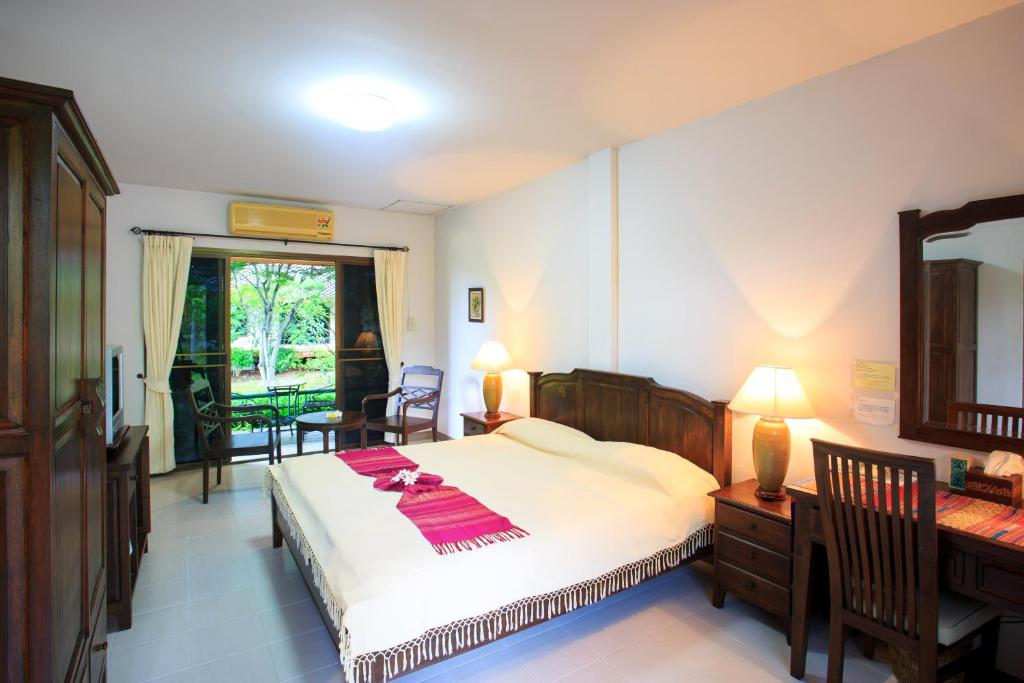 A bed or beds in a room at Lilawalai Resort