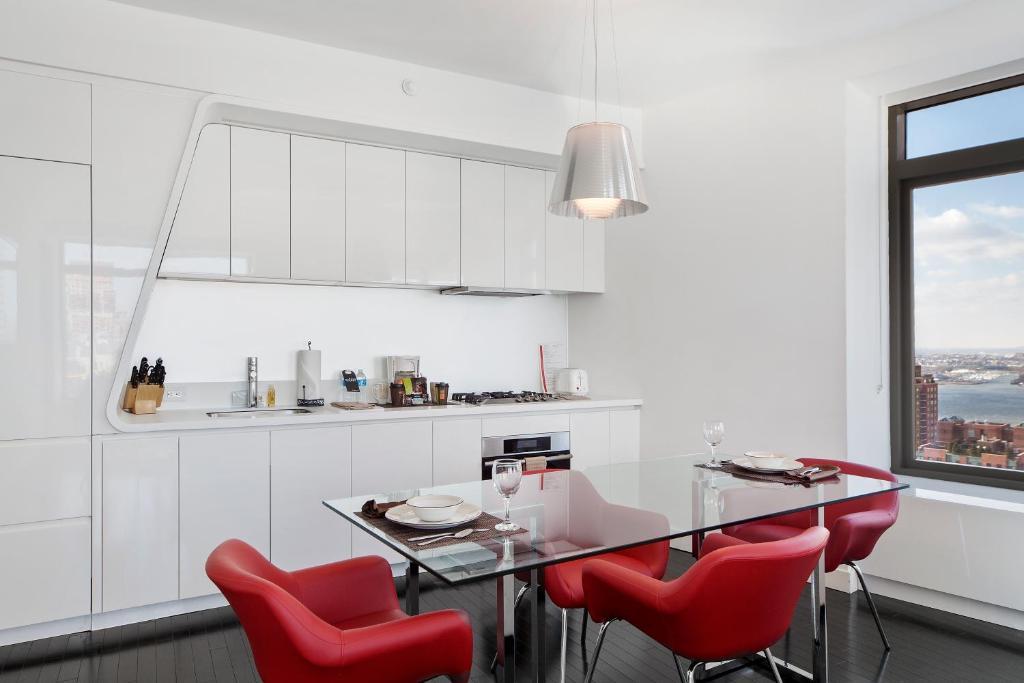 Küche/Küchenzeile in der Unterkunft Oakwood at the Residences at W New York Downtown