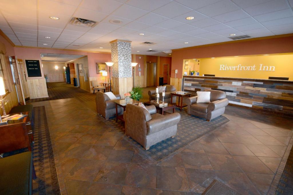 The lobby or reception area at Best Western Riverfront Inn