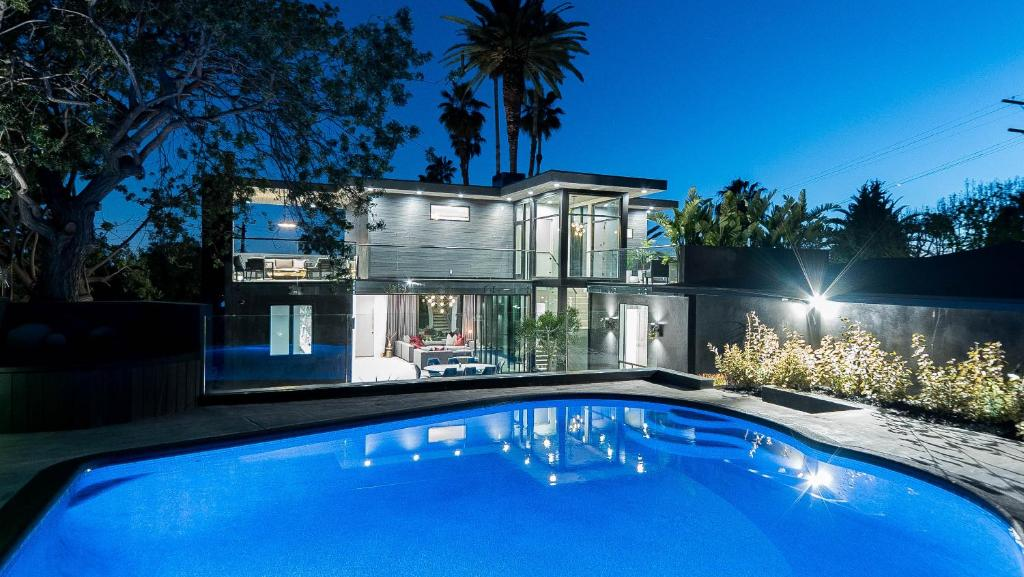 Vacation Home Modern Home In Hollywood Hills Los Angeles Ca