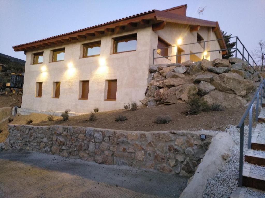 Hotel casa de monta a eseija lozoya spain - Apartamentos de montana ...