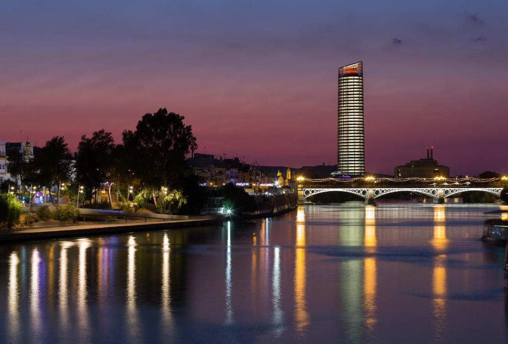ユーロスターズ トーレ セビリア(Eurostars Torre Sevilla)