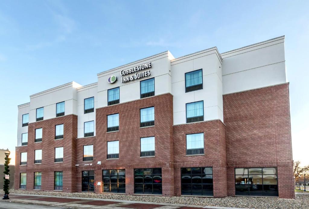cobblestone inn suites waverly ia booking com