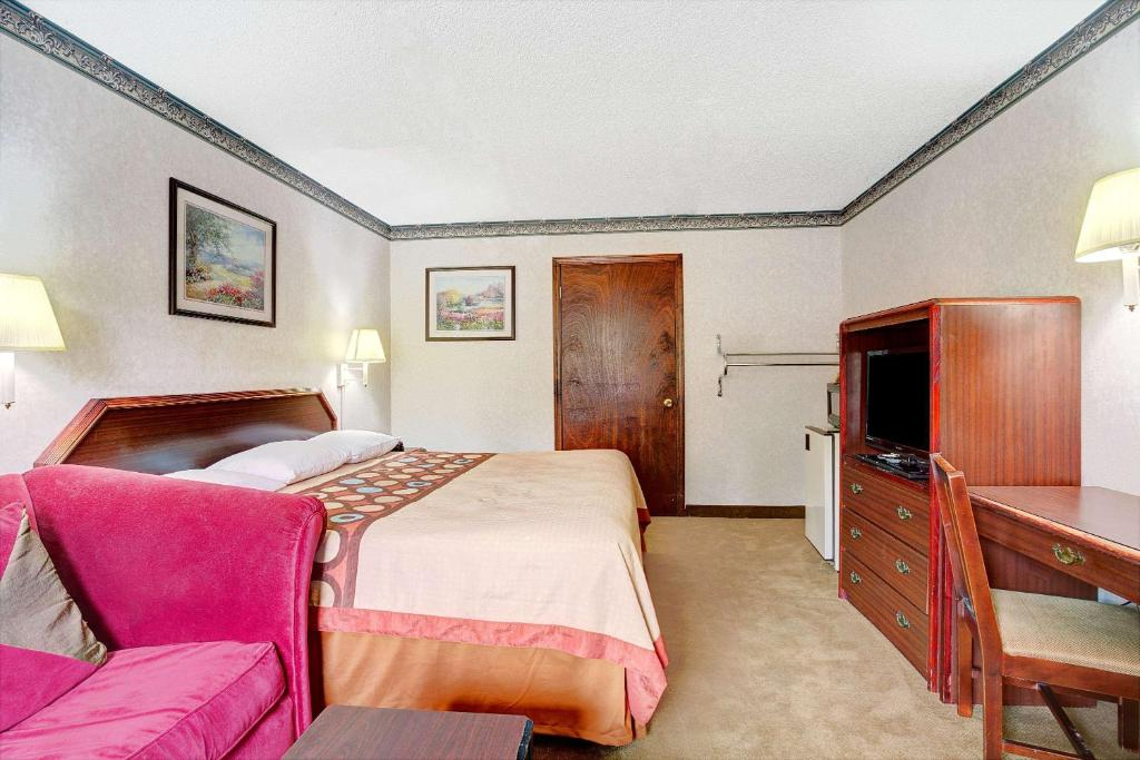 Hotel super 8 griffin ga booking gallery image of this property solutioingenieria Images