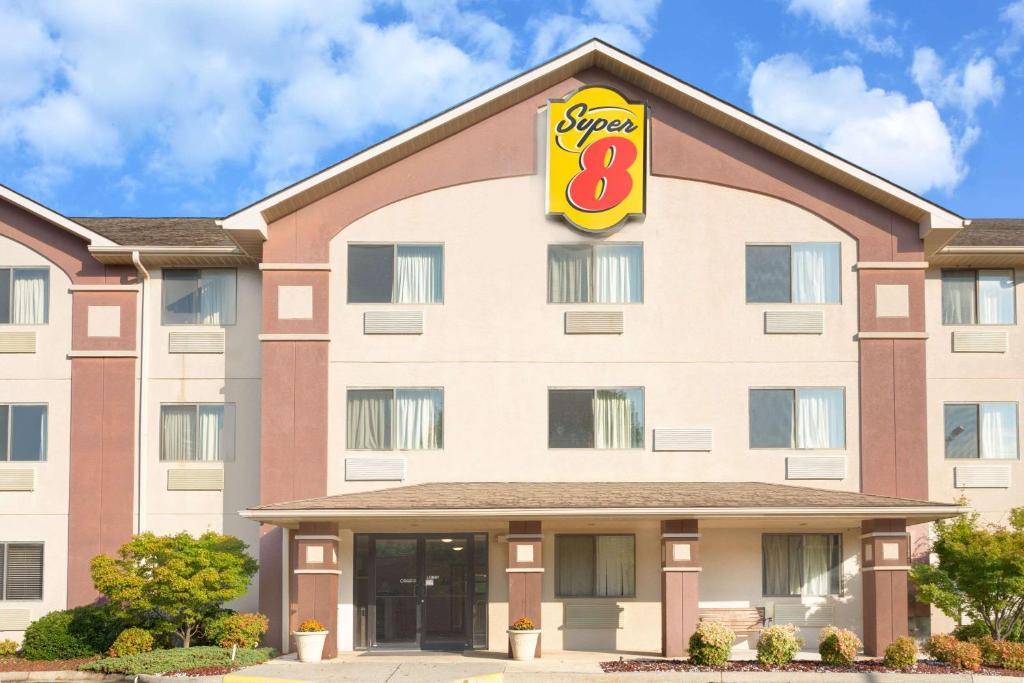 hotel super 8 lynchburg va va. Black Bedroom Furniture Sets. Home Design Ideas