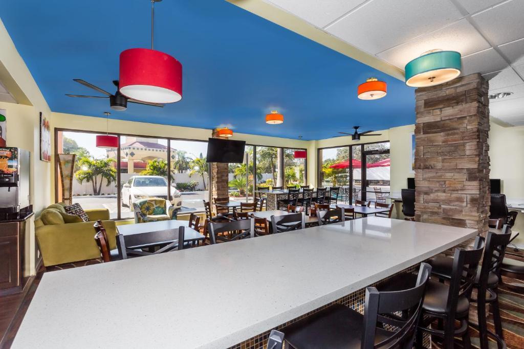 Days Inn Sarasota Bay FL Bookingcom - Car show sarasota square mall