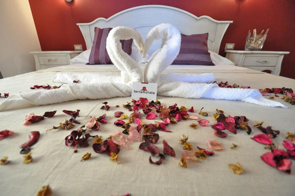 A bed or beds in a room at Terra Murata Boutique b&b
