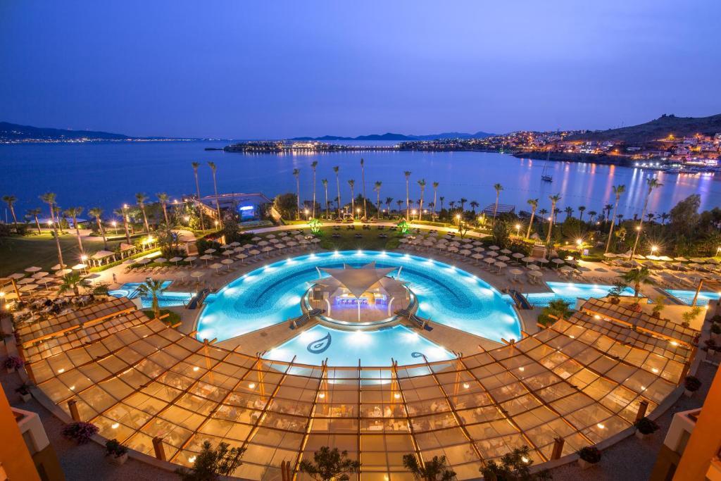 Вид на бассейн в Kefaluka Resort Ultra All Inclusive или окрестностях