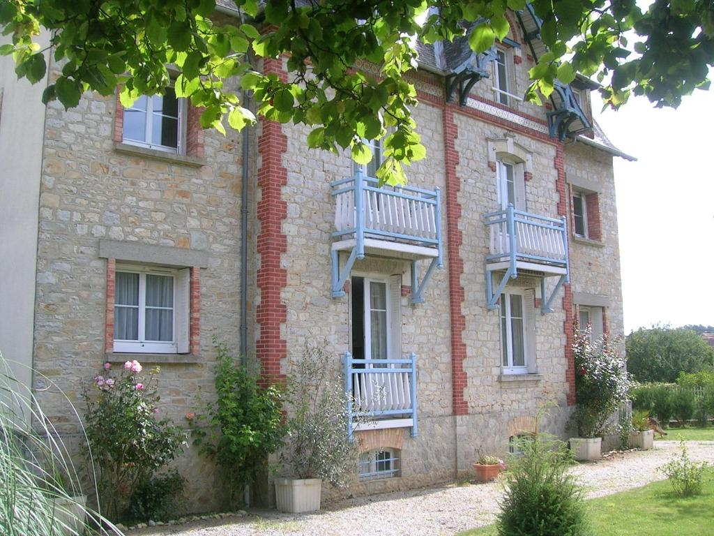 Apartments In Niort-la-fontaine Pays De La Loire