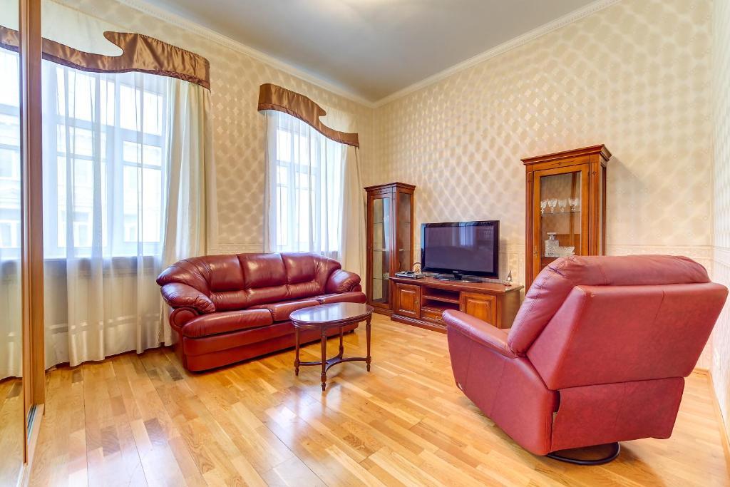 A seating area at Apartment on Oranzhereynaya 7