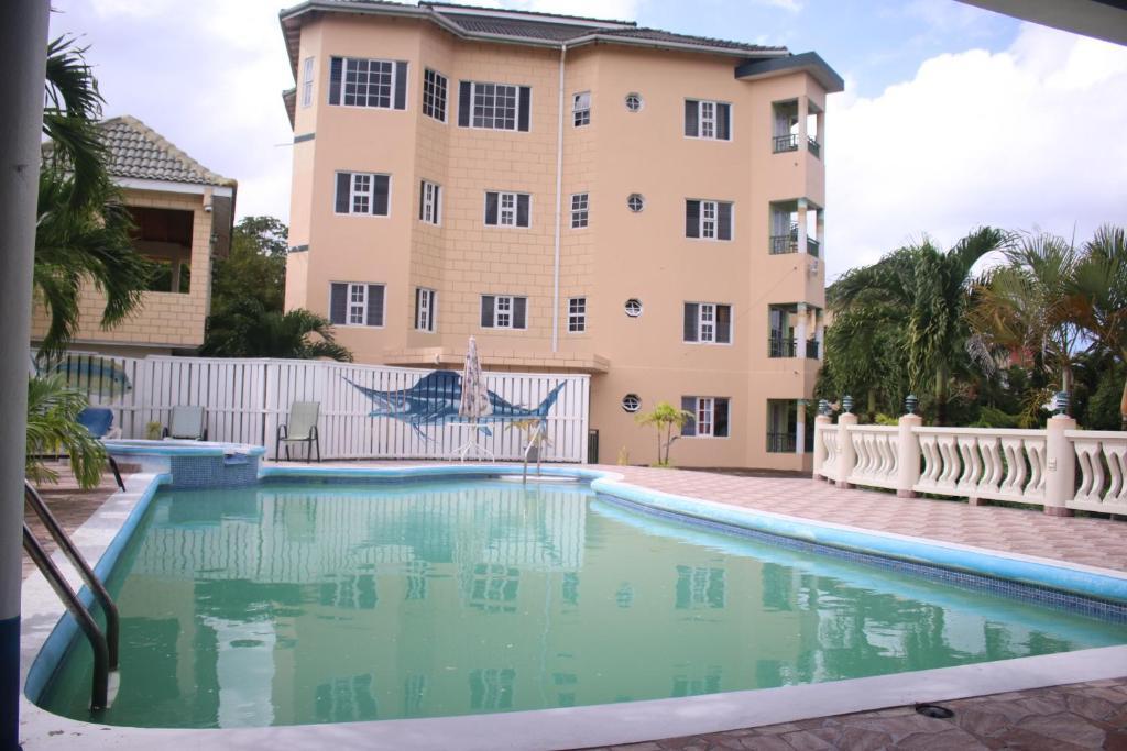Het zwembad bij of vlak bij Tower Royal