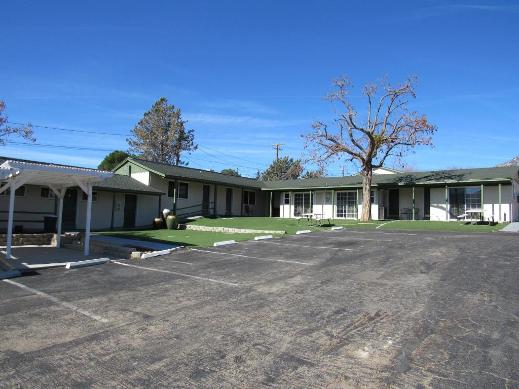 lakeshore lodge, wofford heights, ca - booking