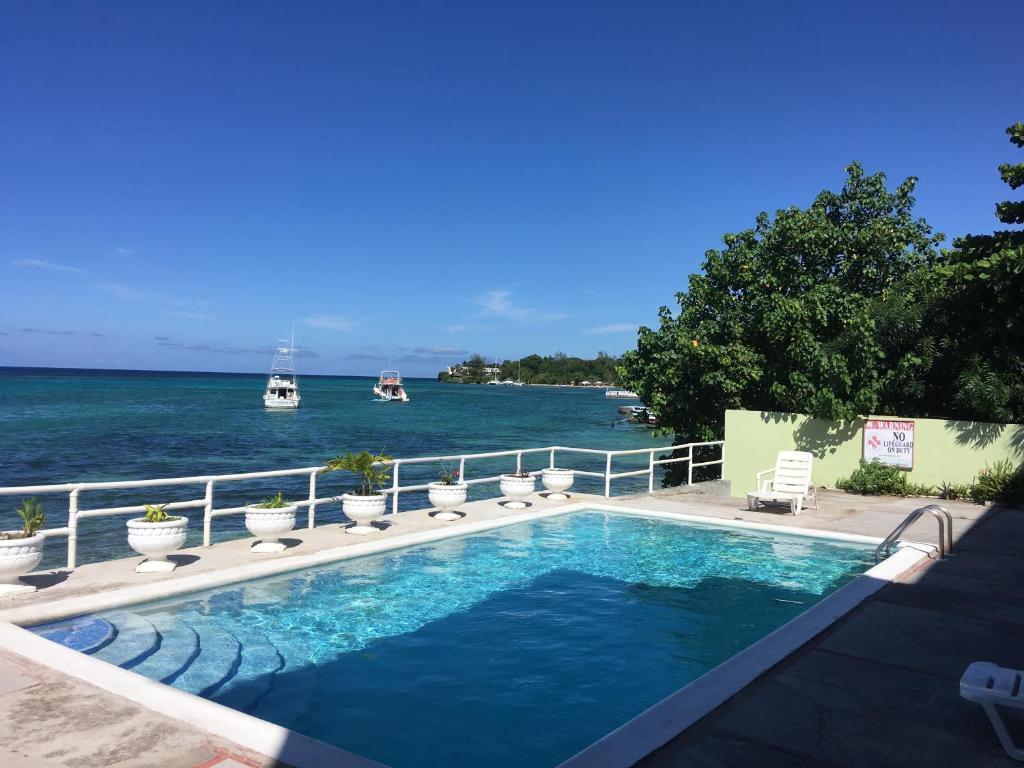 Bazén v ubytování Ocean Palms nebo v jeho okolí