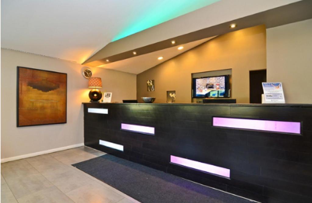 lexington inn suites elgin il. Black Bedroom Furniture Sets. Home Design Ideas