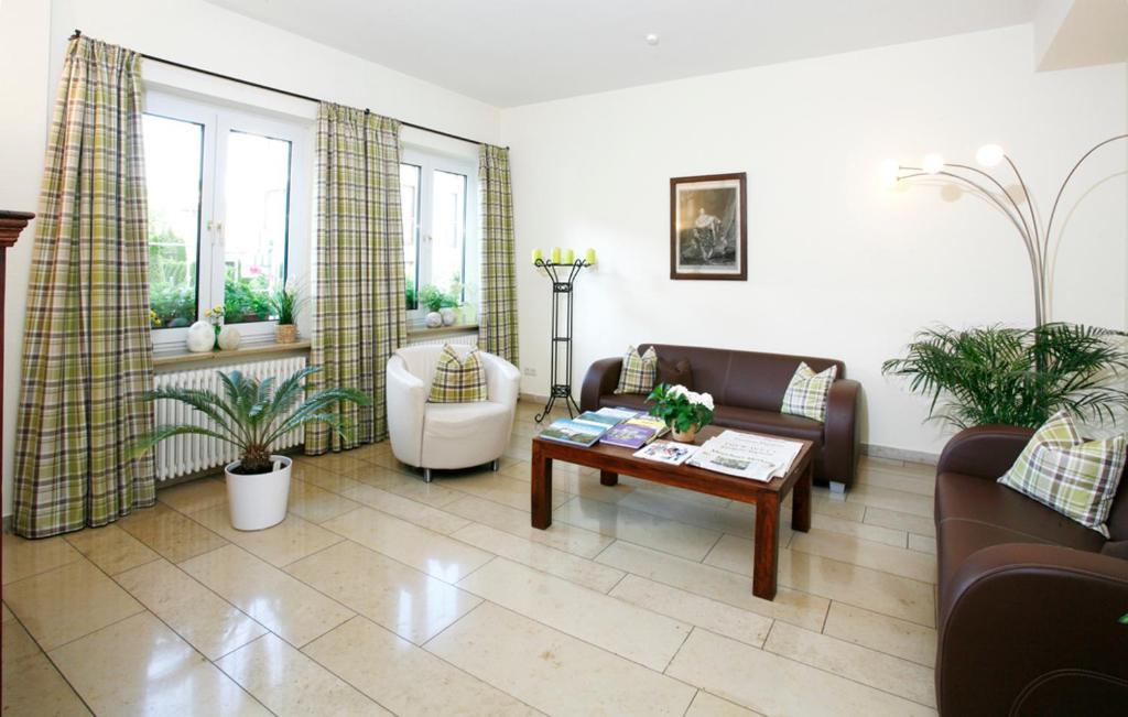 Hotel Biederstein Am Eng Garten Munich Germany Bookingcom
