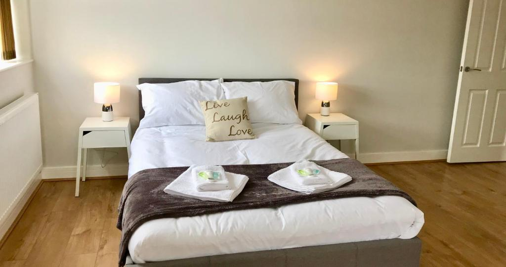 A bed or beds in a room at Quora Meadows