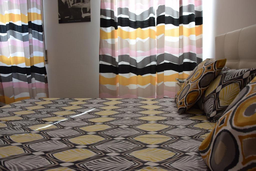 Sole Apartment Near Metro (Italia Genova) - Booking.com