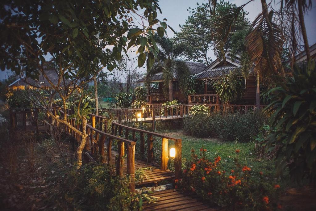 kalm pai resort thailand. Black Bedroom Furniture Sets. Home Design Ideas