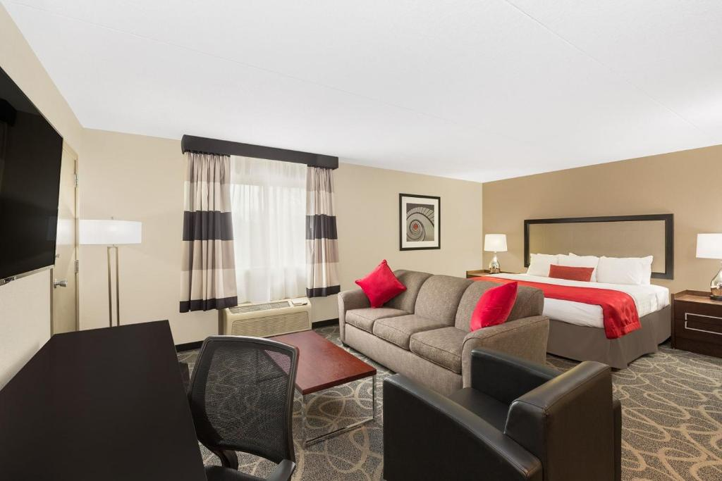 A room at the Ramada by Wyndham Des Moines Airport.