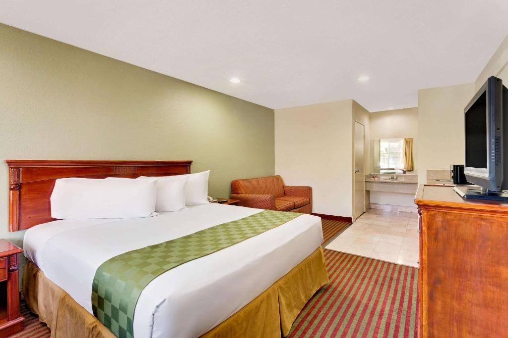 Travelodge el centro ca booking gallery image of this property colourmoves