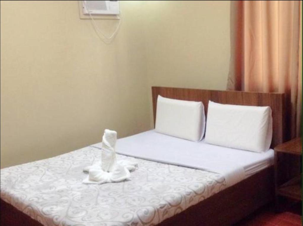 best service 42a1e 00dc0 A bed or beds in a room at East Square Inn