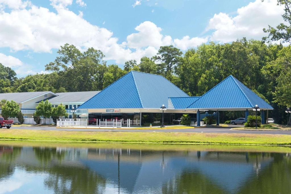 Days Inn by Wyndham Savannah Airport.