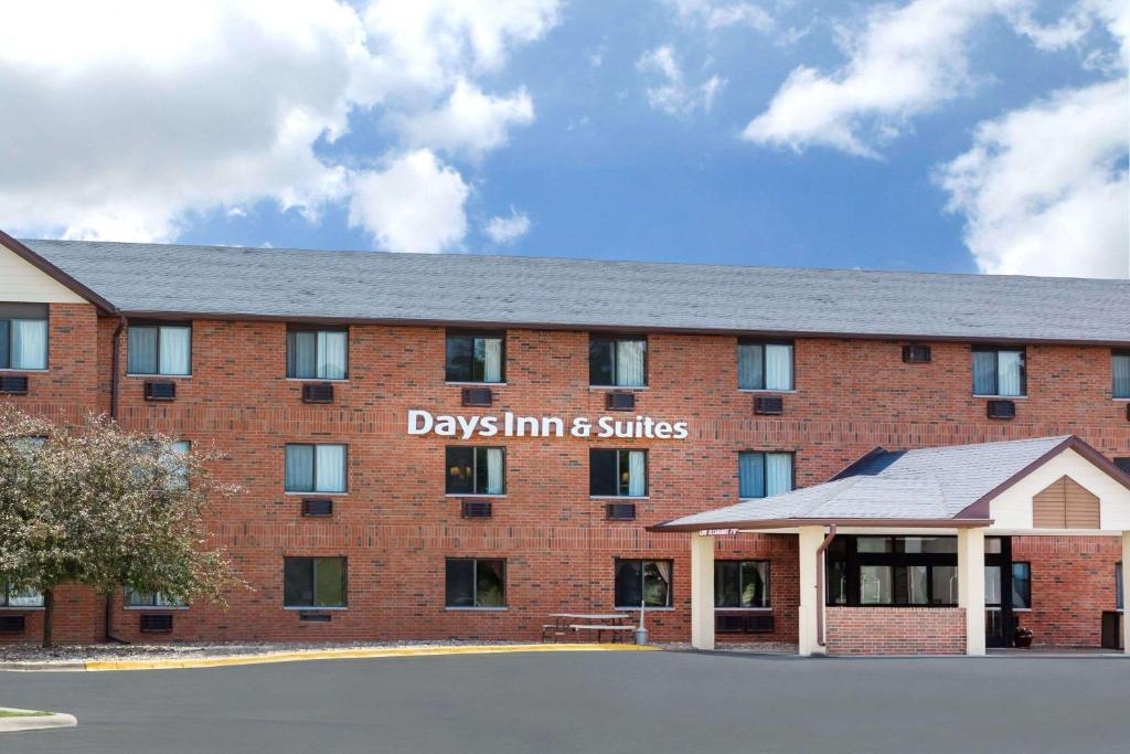 Days Inn & Suites by Wyndham Des Moines Airport.