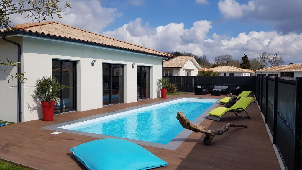 Au Bois Flotté (Bed And Breakfast), Mios (France) Deals