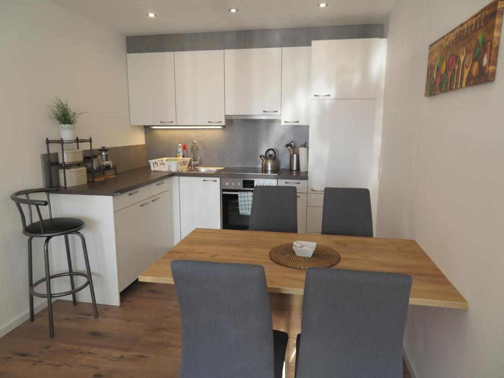 A kitchen or kitchenette at Apartment Sbg Hbf (127)