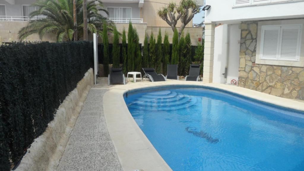 Het zwembad bij of vlak bij Apartamentos Marivent
