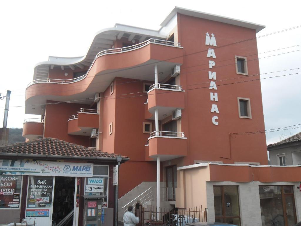 Хотел Марианас - Обзор