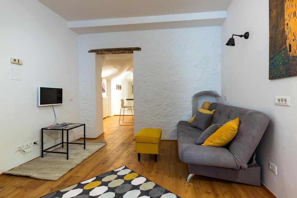charmantes appartement design singapur, emotion living apartments enjoy, egna, italy - booking, Design ideen
