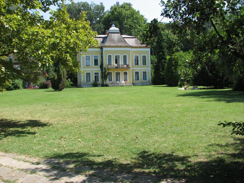 club aliga térkép Club Aliga Retro Resort (Magyarország Balatonvilágos)   Booking.com