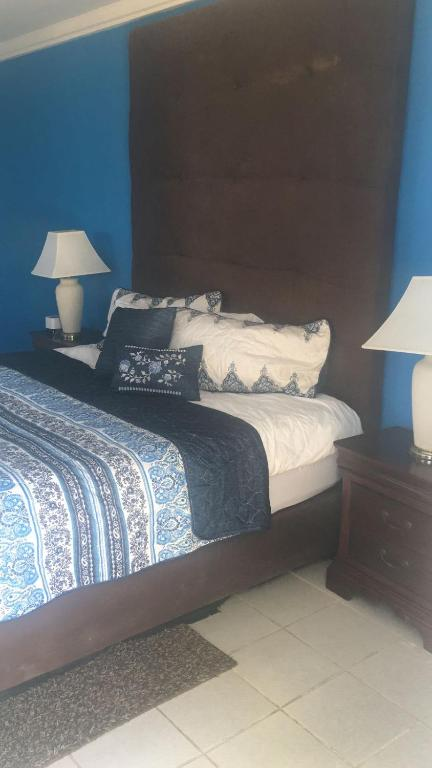 Motel Exuma Yacht Club, Georgetown, Bahamas - Booking com