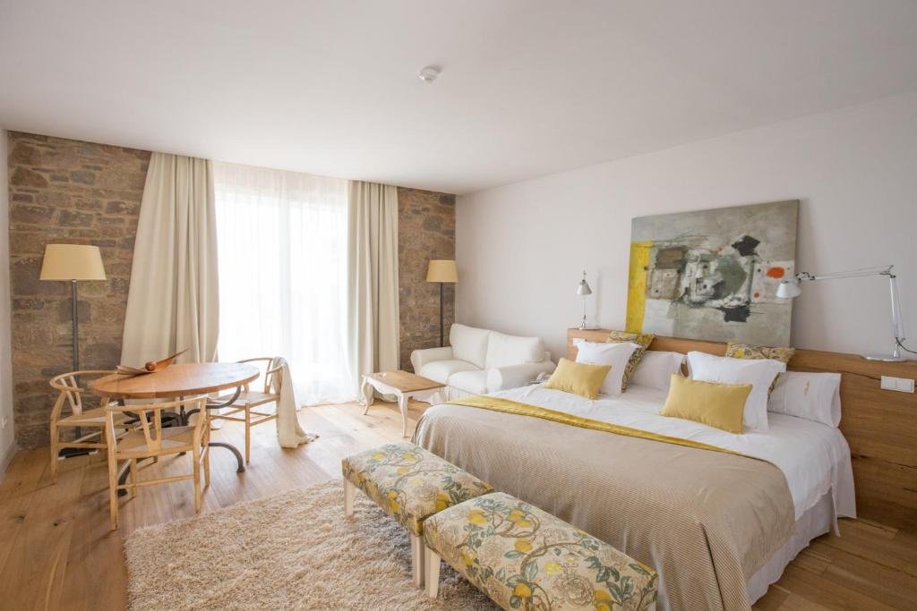 boutique hotels in castelladral  16