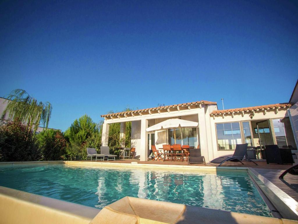 Belle villa avec piscine priv e narbonne narbonne - Hotel narbonne plage avec piscine ...