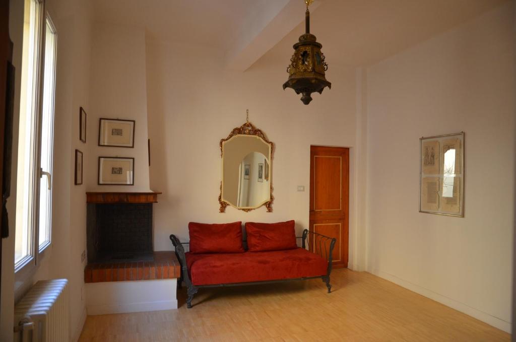 A seating area at Flat Bologna Center Via San Felice - Appartamento