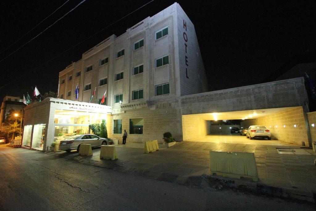 Al Thuraya Hotel Jordanien Amman Booking Com