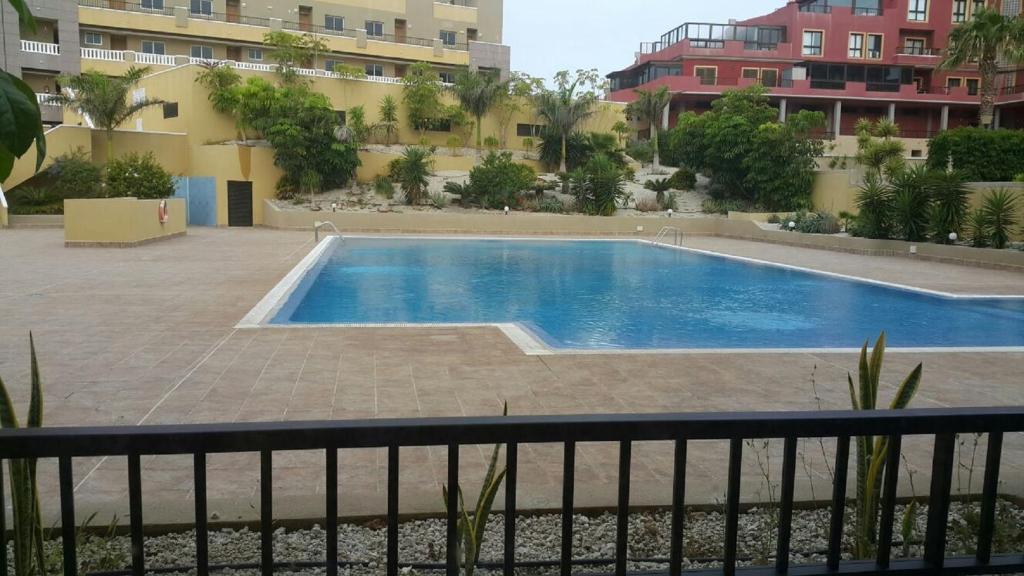 The swimming pool at or near Apartamento Perla