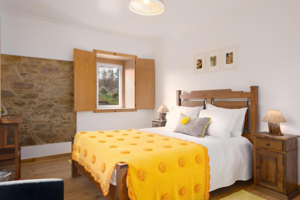 A bed or beds in a room at Casa De Santo Antão