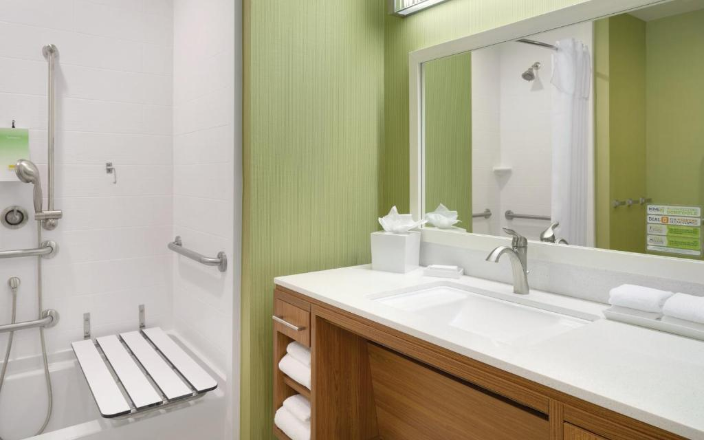 Hotel Home2 Suites by Hilton Charlotte Airport, NC - Booking.com
