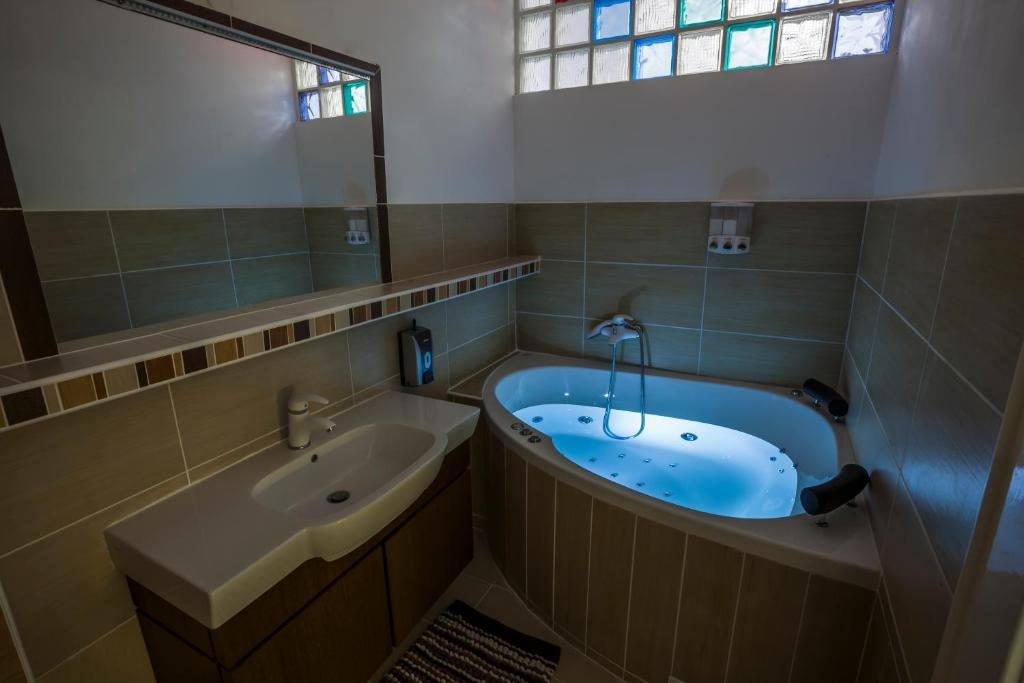 A bathroom at Penmoor Place-Old Town Bratislava Air-Conditioned