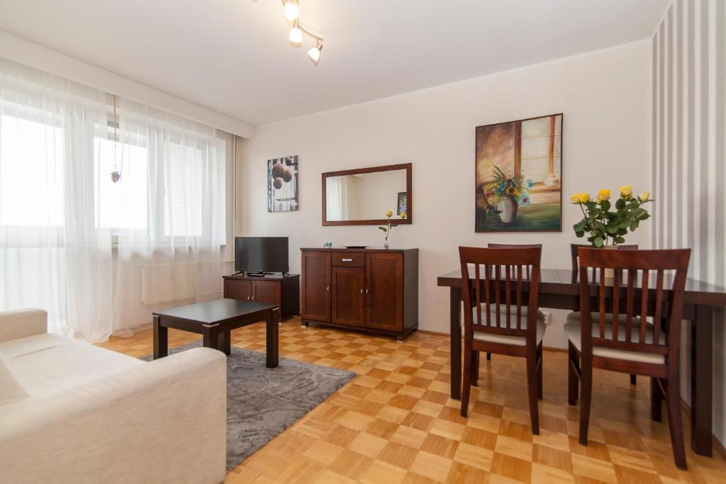 A seating area at Apartment Royal VI