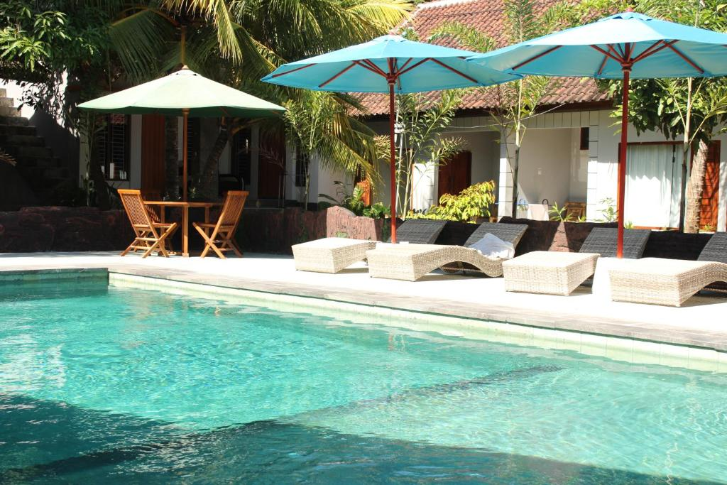 The swimming pool at or close to Tri Putri Homestay