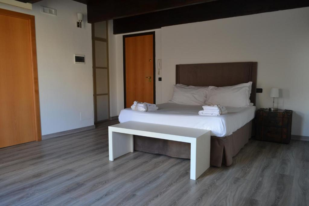 Guesthouse Gatto Bianco Le Dimore Bari Italy Bookingcom