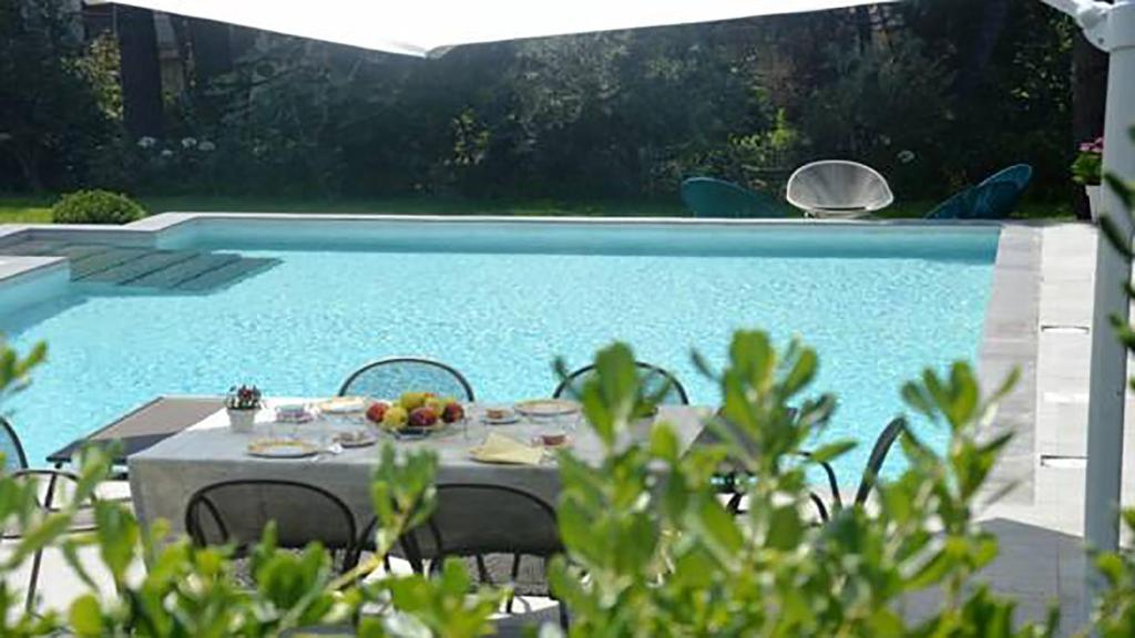 The swimming pool at or near La Casa Dell'Etna
