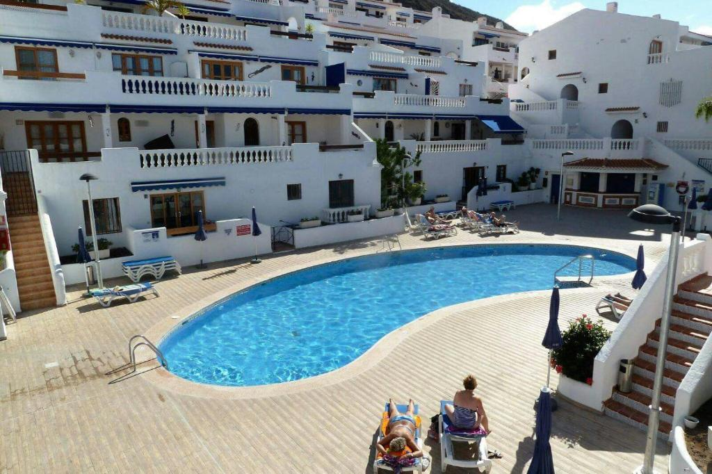 The swimming pool at or near Royale apartaments los cristianos